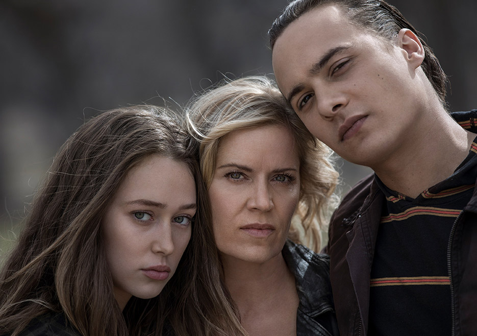 fear-the-walking-dead-season-4-gallery-alicia-debnam-carey-madison-dickens-935